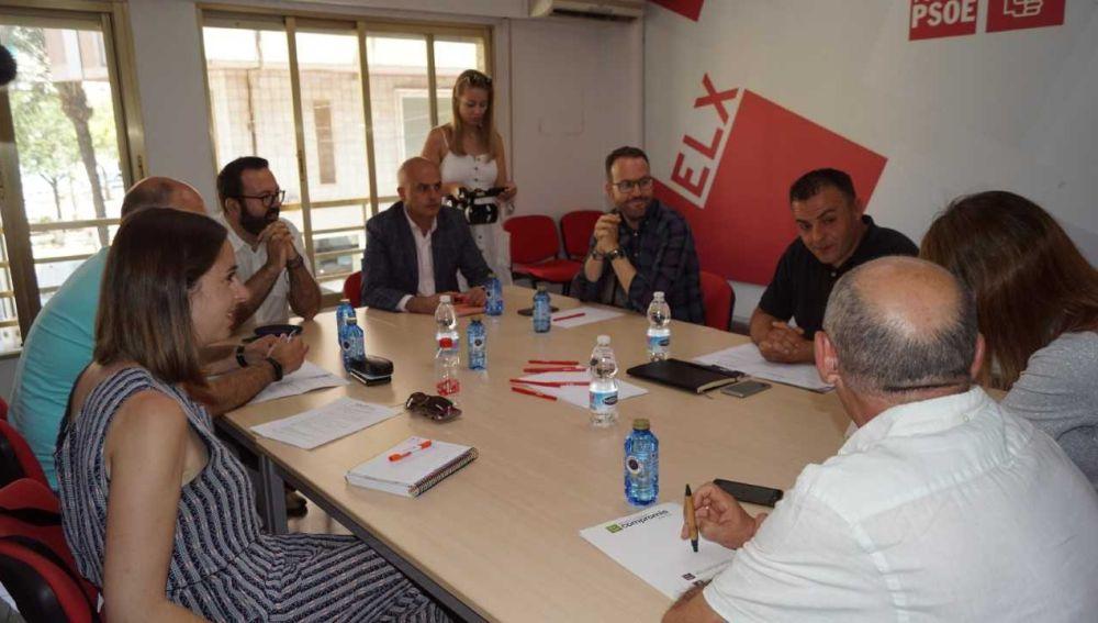 Reunión de las comisiones negociadoras en Elche de PSOE y Compromís per Elx.