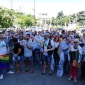 Doscientas personas despiden a Carmena en Cibeles y le dan las gracias