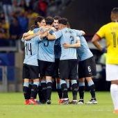 Los jugadores de Uruguay celebran un gol ante Ecuador