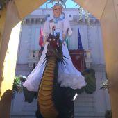 La Tarasca llegó a Granada de blanco