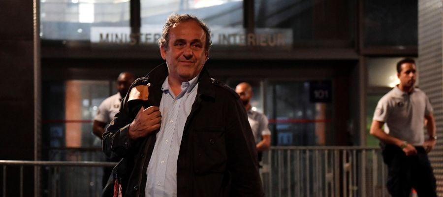 Michel Platini, a su salida de la Oficina Anticorrupción de la Policía Judicial en Nanterre (Francia)