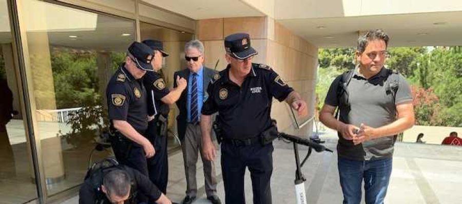 Agentes de la Policía Local de Elche en una demostración del programa 'Artemisa'.