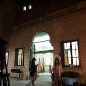 Imagen de la fachada del Parlament balear durante las negociaciones del Pacte de Govern.