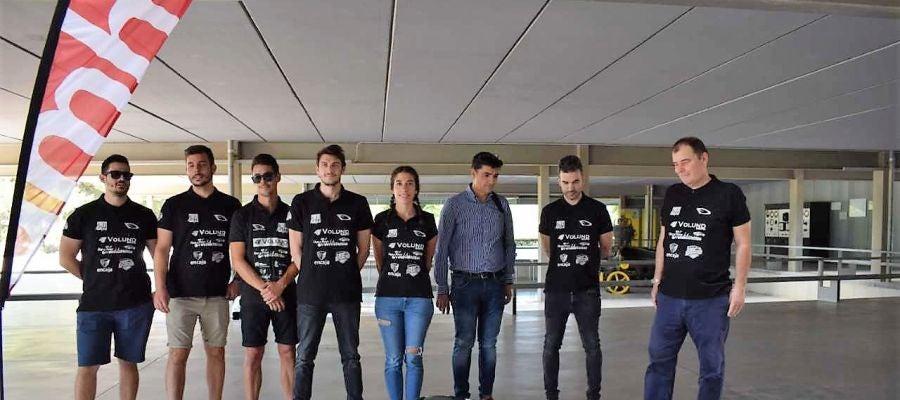 Equipo de estudiantes implicados en la creación del 'Dátil 19'.