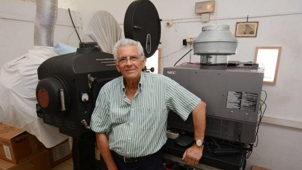 """Rafael Cansino sobrevive con su cine de verano: """"Llevamos 62 años con el cine, lo llevamos en la sangre"""""""