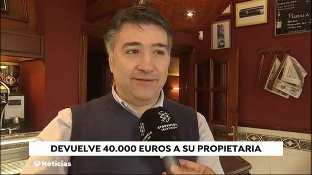 El dueño de un bar devuelve los 40.000 euros que se dejó una anciana en su establecimiento