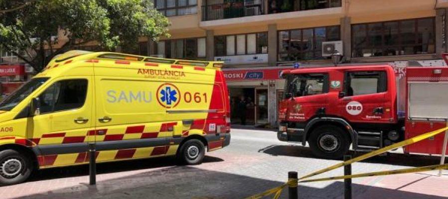 Una ambulancia del 061 y un camión de Bomberos de Palma