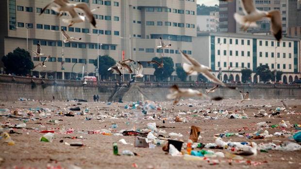Toneladas de basura en las playas de La Coruña