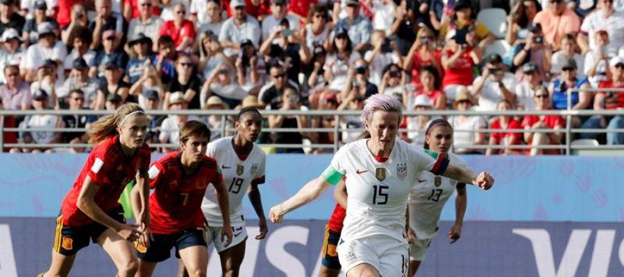 Estados Unidos marca de penalti ante la Selección Española en el Mundial Femenino