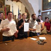 PSOE, Compromís y Unides Podem firman el acuerdo de gobierno.