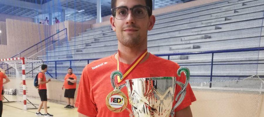 Luis Paredes, campeón de España con la selección valenciana de natación.