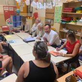 Reunión en el colegio La Paz de Torrellano de Elche.