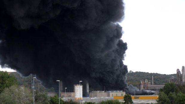 La Junta activa el Plan de Emergencias Exterior del sector químico por el incendio de Indorama en San Roque