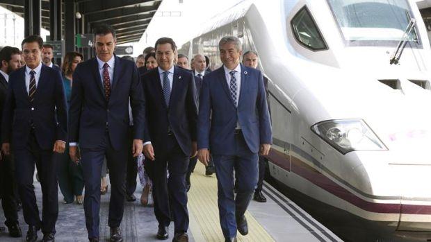 Pedro Sánchez estrena el AVE a Granada y se vuelve en el Falcon