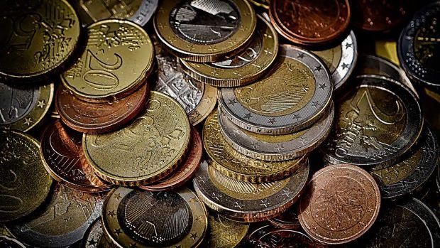 Mesa de redacción: Los bancos y las comisiones por el ingreso de monedas