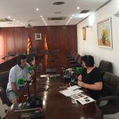Director del Festival Alfaz del Pi, Luis Larrodera, con Marta Llinares