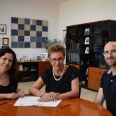 Firma del convenio de la UMH con la Asociación Parkinson Elche.