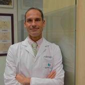 El cirujano César Ramírez