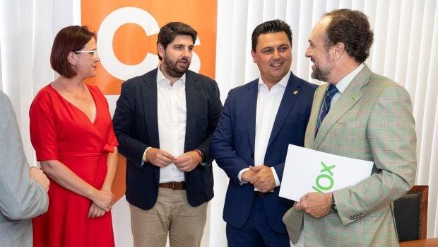 Partido Popular y Ciudadanos aceptan el documento de Vox y desbloquean la investidura en Murcia
