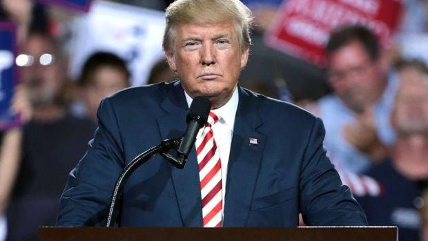 """Trump insiste en que cuatro congresistas latinas y negras deben """"irse"""" de EE.UU."""