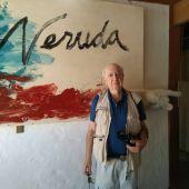 Luis Martín en la casa de Pablo Neruda