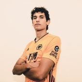 Jesús Vallejo con la camiseta de su nuevo equipo, los Wolves