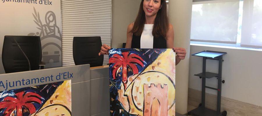 Mariola Galiana posa con el cartel de las Fiestas de Agosto 2019.