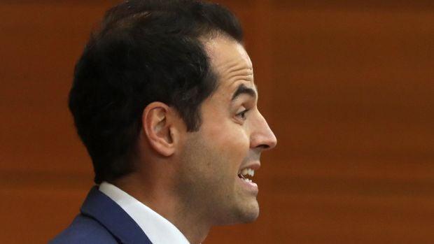 """Aguado cree que ahora Sánchez """"duerme mal"""" porque """"se imagina debatiendo con Rivera"""""""