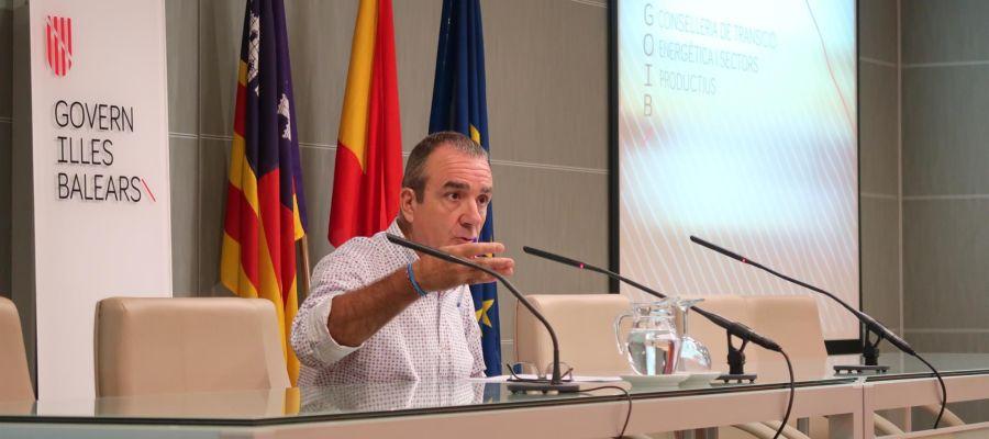 El conseller, Juan Pedro Yllanes, durante la rueda de prensa.