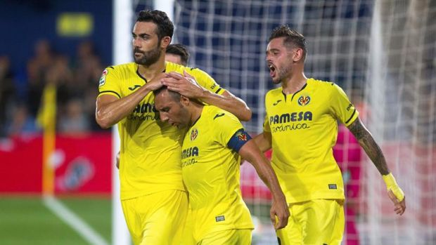 Los jugadores del Villarreal celebran el gol marcado por Santiago Cazorla ante el Granada