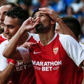 """El delantero del Sevilla FC Manuel Agudo """"Nolito"""" celebra junto a Munir su gol, segundo del equipo ante el RCD Espanyol"""