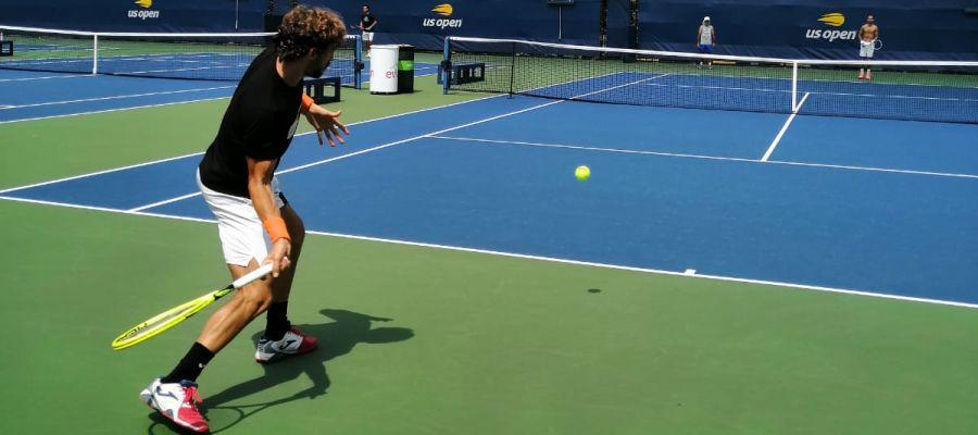 El tenista ilicitano Mario Vilella, en un entrenamiento previo a su debut en la previa del US Open 2019.