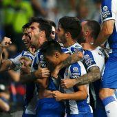 Los jugadores del Espanyol celebran el gol.