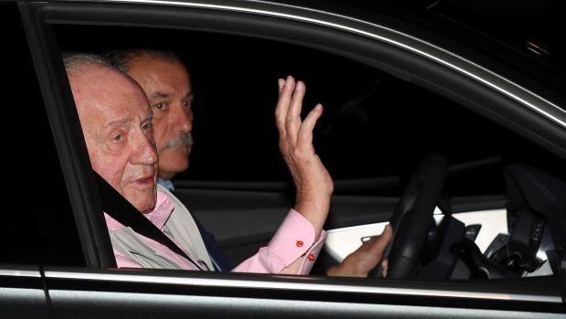 """El rey Juan Carlos evoluciona """"satisfactoriamente"""" y permanecerá aún en la UCI"""