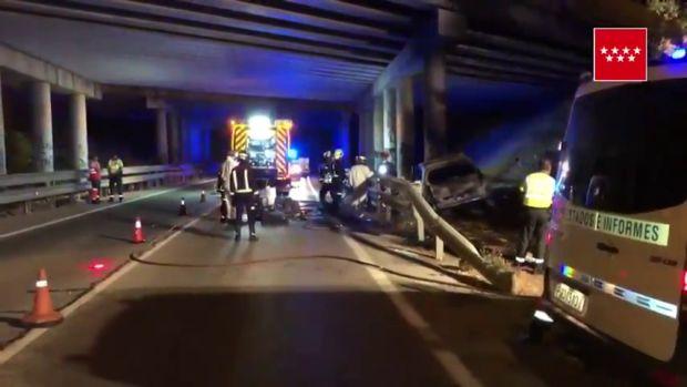 Muere un hombre carbonizado tras estrellarse contra un pilar de un puente de la AP-6