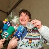 Fotografía de archivo  de Blanca Fernández Ochoa a su llegada al aeropuerto de Barajas, tras ganar la medalla de bronce en el eslalon de los Juegos Olímpicos de Albertville, Francia