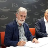 José Luis Gisbert y Rafael Climent en IFA.