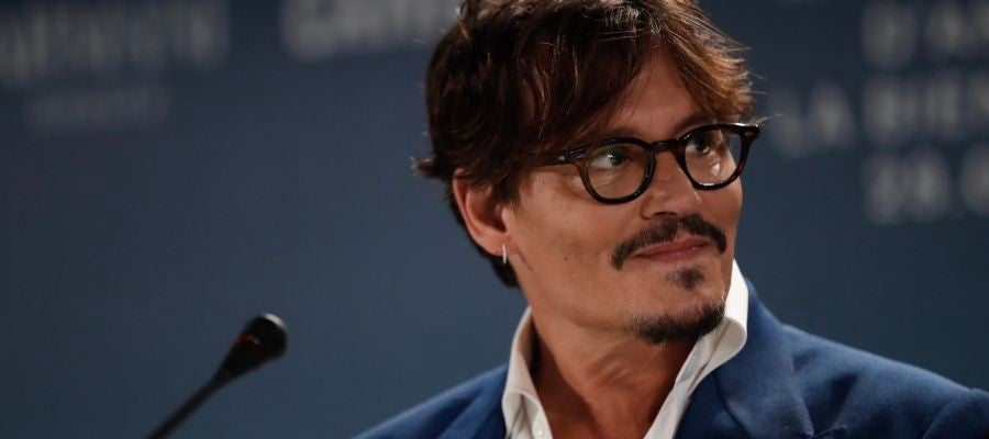 El actor Johnny Depp, en la rueda de prensa de 'Waiting for the barbarians', a concurso en la Mostra 2019