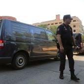 El coche fúnebre que traslada el cuerpo de la deportista Blanca Fernández Ochoa