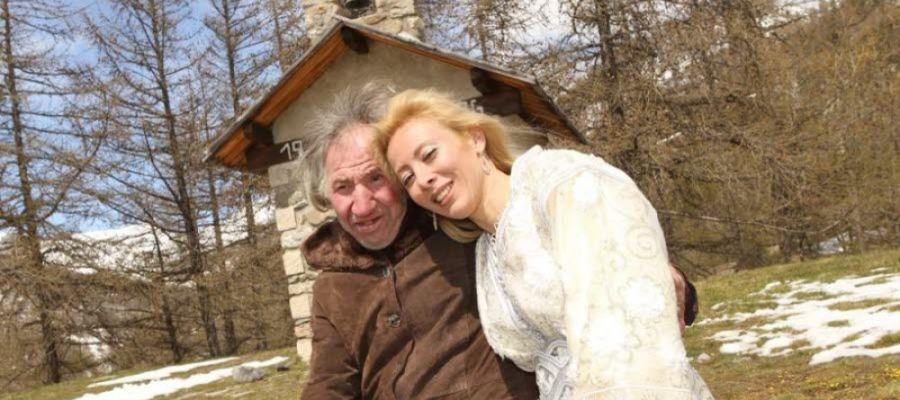 Una mujer se casa con un ermitaño millonario 25 años mayor que ella y cuando muere descubre que la ha desheredado