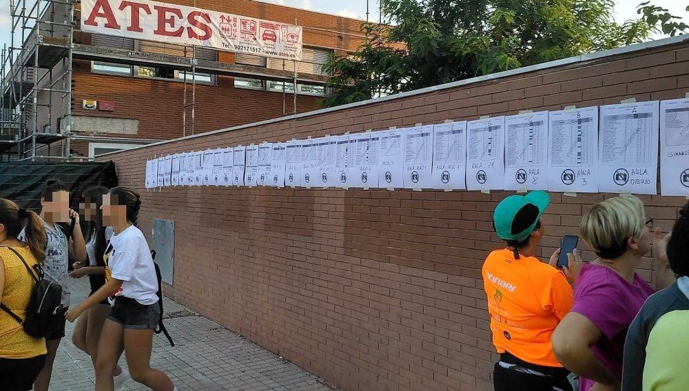 Listados con los alumnos matriculados en el IES de Torrellano de Elche.
