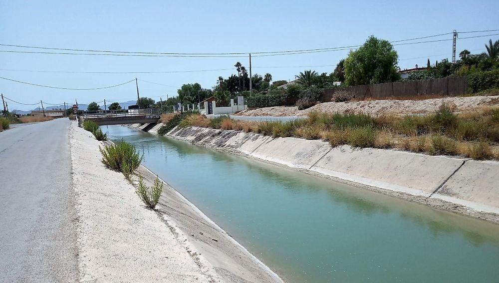 Canal del trasvase Tajo-Segura a su paso por Crevillent.