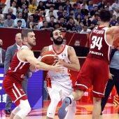 Ricky Rubio penetra a canasta en el partido frente a Polonia