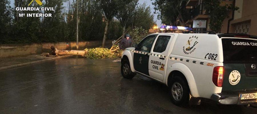 La Guardia Civil atendiendo una urgencia en Baleares, por los efectos de la DANA.