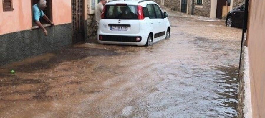 La 'gota fría' en Baleares provoca inundaciones en Caimari.