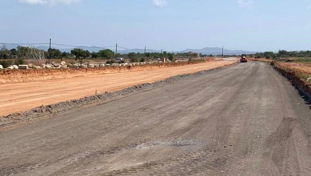 Una zona de la carretera de Campos en obras.