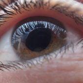 Una nueva lente intraocular del CSIC se prueba en pacientes con cataratas