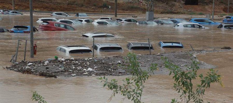 Coches inundados en Orihuela