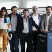 El equipo de 'La trinchera infinita', a su paso por el photocall del Festival de San Sebastián