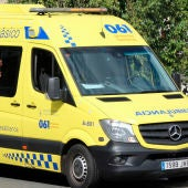 Imagen de archivo de una ambulancia en Galicia
